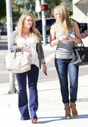 http://img224.imagevenue.com/loc1126/th_615810231_Hilary_Duff_out_in_Hollywood5_122_1126lo.jpg