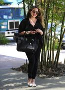 http://img224.imagevenue.com/loc1176/th_772165664_Hilary_Duff_heading_to_an_office_building_in_Studio_City1_122_1176lo.jpg