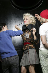 http://img224.imagevenue.com/loc733/th_667754649_gwenstefani_whb_002_122_733lo.jpg